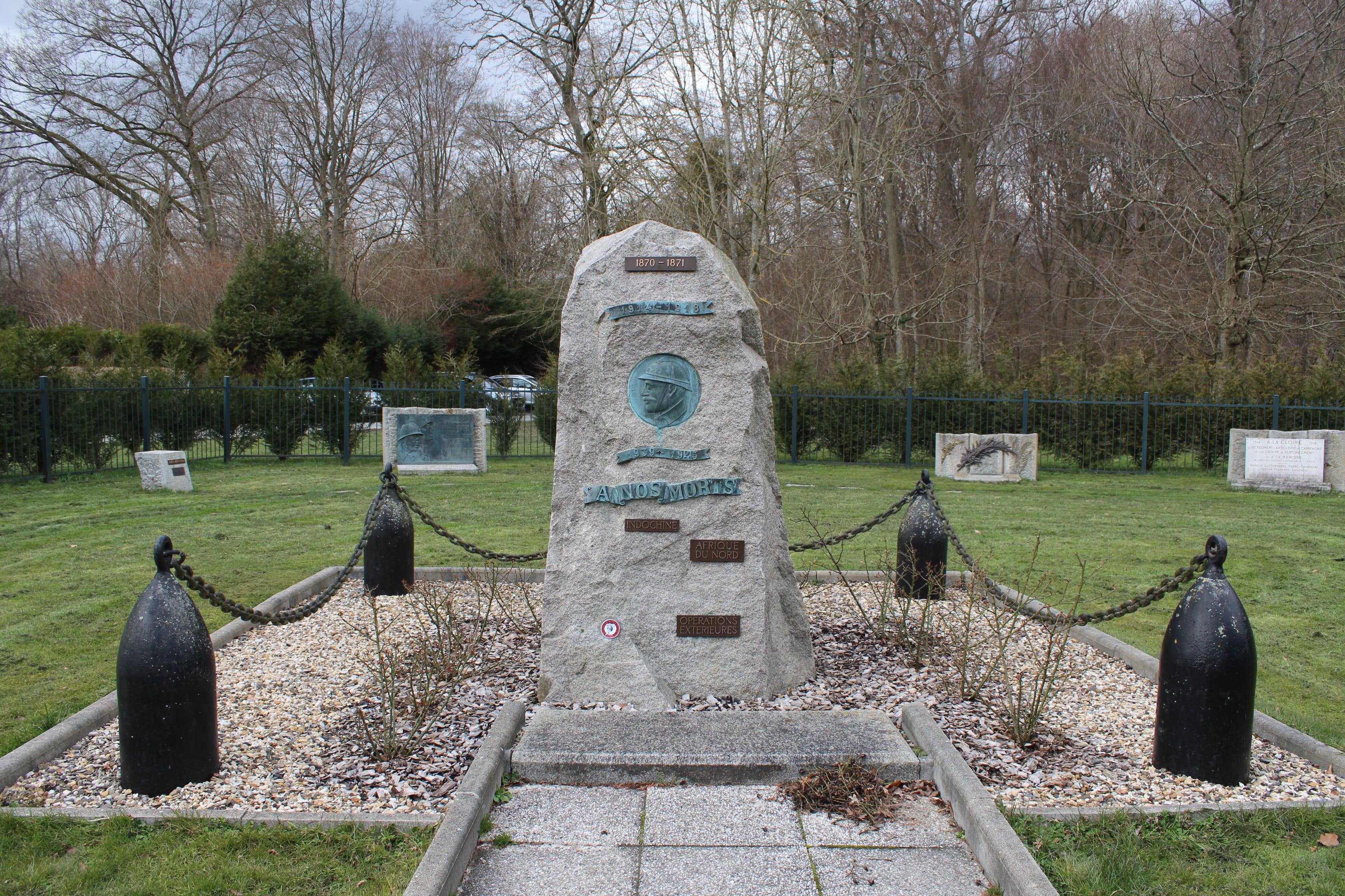 jardin-de-la-mémoier-stèle